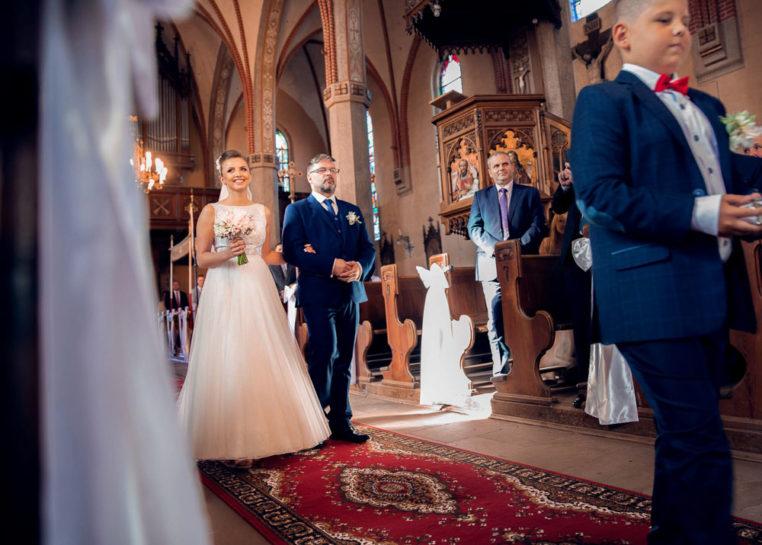Wejście Panny Młodej - wesele w Biskupcu