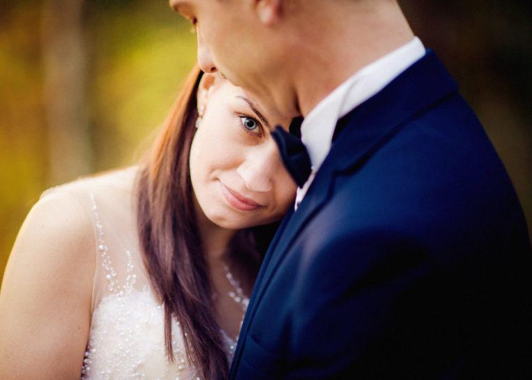 Jesienna sesja poślubna Magdy i Bartka w Mrągowie